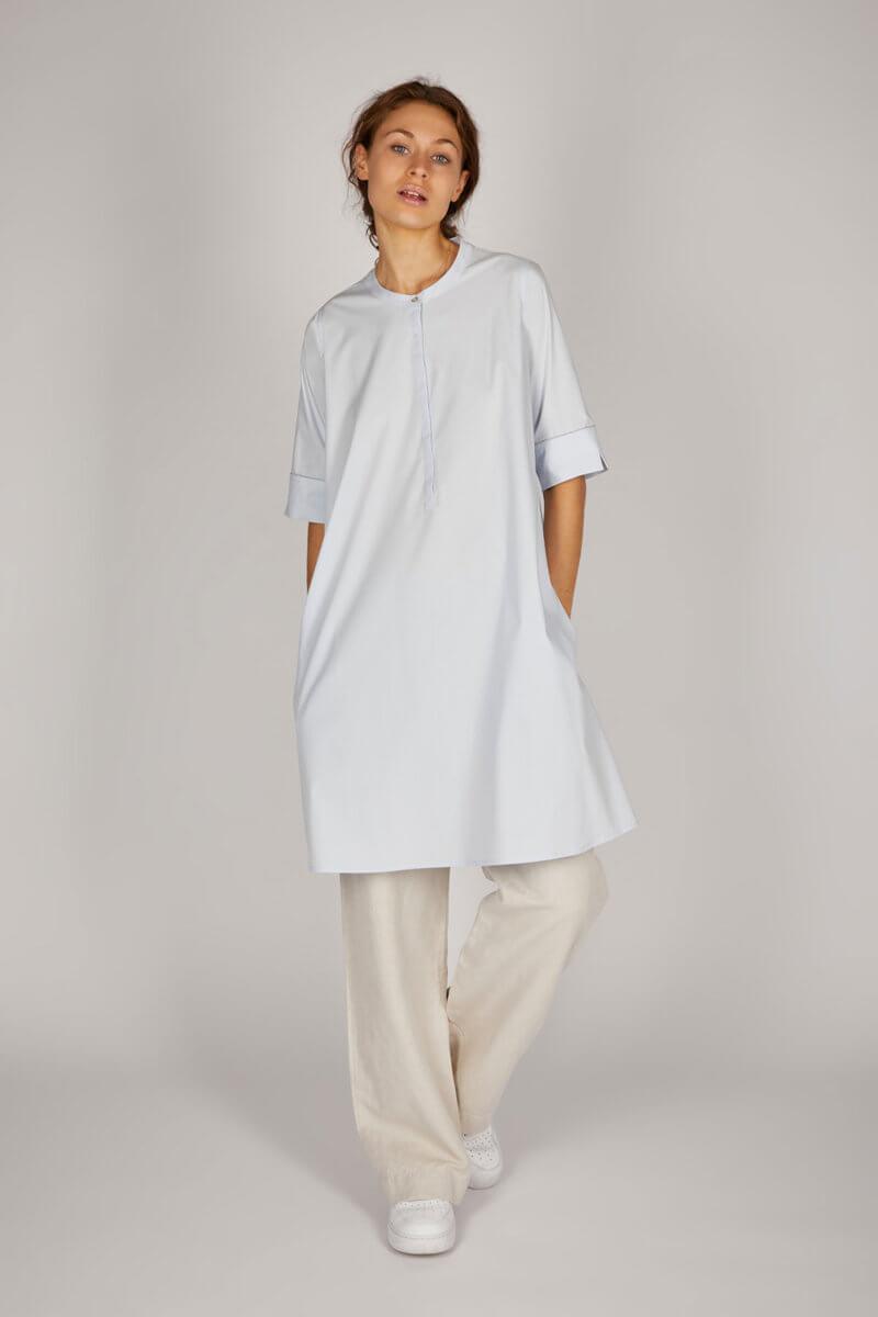 PHOEBE – Hemdblusenkleid mit verlängertem Halbarm – Farbe: Sky